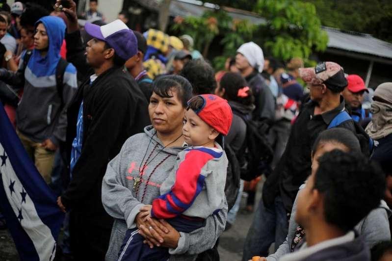 mas-de-200-migrantes-abandonan-caravana-y-regresan-a-su-pais