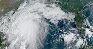 Nicholas, a punto de ser huracán, se acerca a Texas y el noreste de México